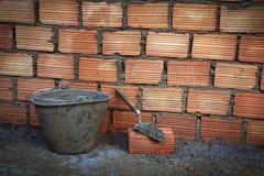 Mur de briques et truelle Photo libre de droits
