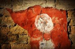 Mur de briques grunge dramatique avec le vieux stuc rouge, backgrou créatif Image stock