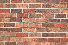 Mur de briques horizontal de zigzag à la nuance différente Image libre de droits