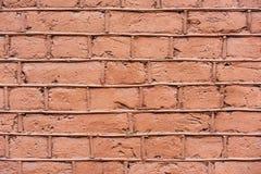 Mur de briques inégal dans les éraflures images libres de droits