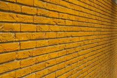 Mur de briques jaune Photos stock
