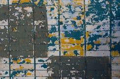 Mur de briques peint dans différentes couleurs Photos libres de droits