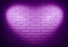 Mur de briques rose avec l'effet de la lumière de forme de coeur et l'ombre, abstra Image libre de droits