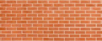 Mur de briques rouge-brun de vintage avec la structure minable Fond large horizontal de brickwall Texture sale de mur vide de bri photo libre de droits
