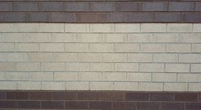 Mur de briques rouge foncé et blanc superficiel par les agents par classique image stock