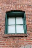 Mur de briques vert de châssis de fenêtre images stock