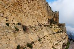 Mur de château médiéval le jour nuageux Images libres de droits