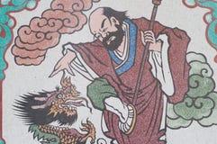 Mur de dragon d'attaque d'homme d'art et fond de papier peint Image libre de droits