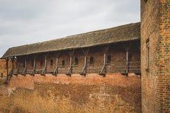 Mur de forteresse de château médiéval, valeur historique, rou de touristes Image stock