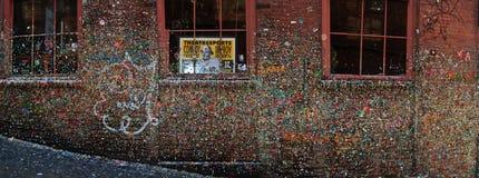 Mur de gomme dans la ruelle Seattle de poteau photos libres de droits