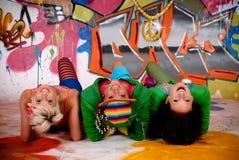 Mur de graffiti d'amusement d'amis Photos stock