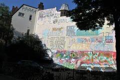 Mur de graffiti dans Liège, Belgique Images libres de droits