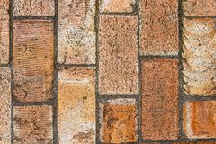 Mur de grandes briques brunes photographie stock libre de droits