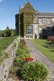 Mur de jardin formel à la Chambre de Muckross et domaine près de Killarney images libres de droits