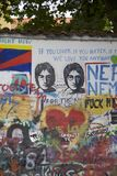 Mur de John Lennon à Prague Photos libres de droits
