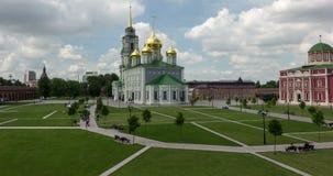Mur de Kremlin et bâtiment historique au centre de Tula, Russie banque de vidéos