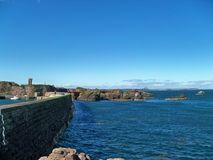 Mur de mer de Dunbar Ecosse Photos stock
