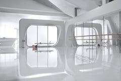 Mur de miroir dans le studio blanc de danse Image libre de droits