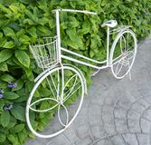 Mur de nature de maigre de bicyclette de vintage de fer images libres de droits