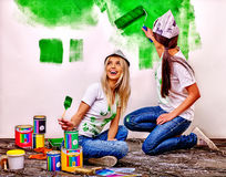Mur de peinture de femme à la maison Photographie stock libre de droits