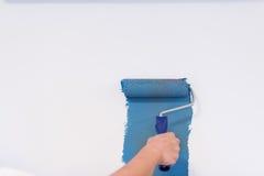 Mur de peinture de main du ` s de décorateur Images stock