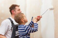 Mur de peinture de père avec l'enfant Image stock