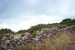 Mur de pierres sèches, île de Krk, Croatie Image stock