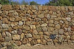 Mur de pierres sèches en parc Images libres de droits