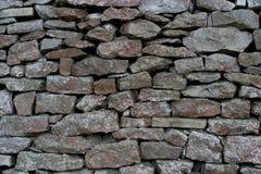 Mur de pierres sèches - pierre à chaux photo libre de droits