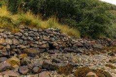 Mur de pierres sèches sur un voyage le long du Naerofjord en Norvège - 3 Photographie stock
