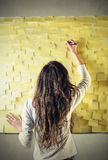 Mur de post-it Photographie stock libre de droits