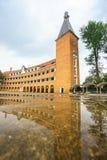 Mur de professeur College de Dalat après la pluie Images stock