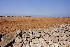 Mur de roche devant un gisement d'argile ?le de Favignana La Sicile, Italie images libres de droits