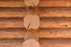 Mur de rondin de cabane en rondins coupée d'identifiez-vous photo libre de droits