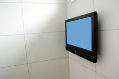 mur de télévision de main Photos libres de droits
