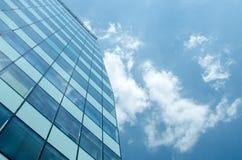 Mur de verre bleu de skycrapper Fond abstrait urbain photos libres de droits