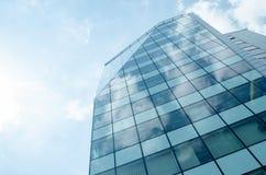 Mur de verre bleu de skycrapper Fond abstrait urbain Images libres de droits