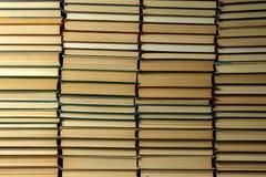 Mur de vieux livres reliés Copiez l'espace photographie stock libre de droits