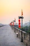 Mur de ville de Xian dans le coucher du soleil Image stock