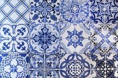 Mur des carreaux de céramique colorés pour le fond Image stock
