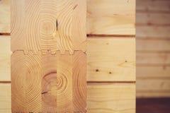 Mur des maisons en bois des faisceaux collés Photos libres de droits