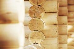 Mur des maisons en bois des faisceaux collés Photographie stock