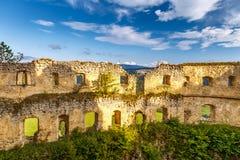 Mur des ruines d'un château médiéval Lietava Image libre de droits
