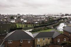 Mur divisant le protestant et les voisinages catholiques de Belfast photo libre de droits