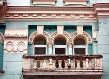 Mur du vieux bâtiment avec le balcon Photo libre de droits
