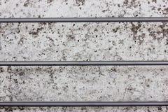 Mur en béton avec trois tiges en acier gorizontal Image libre de droits