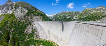 Mur en béton de barrage Photographie stock libre de droits