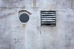 Mur en béton et évents Photographie stock