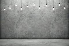 Mur en béton et plancher avec les ampoules rougeoyantes Photographie stock