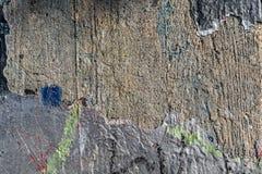 Mur en béton rugueux avec éplucher la peinture photos libres de droits